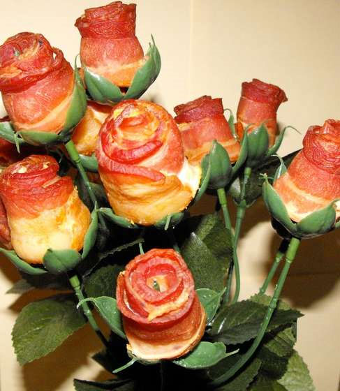 Bacon Roses from Instructables user kaptaink_cg.