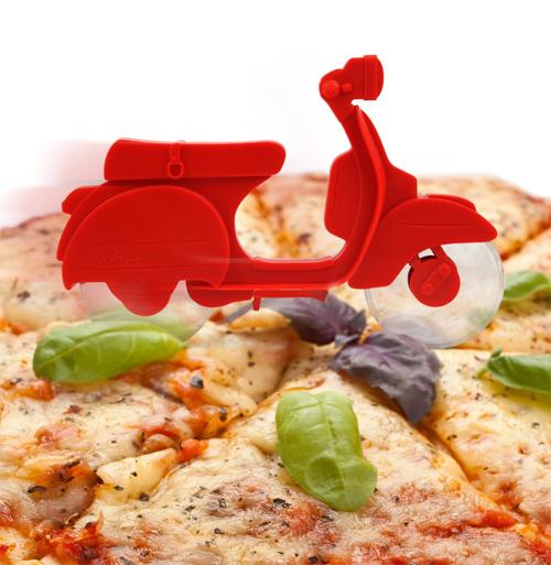 Kikkerland Il Motorino Pizza Cutter